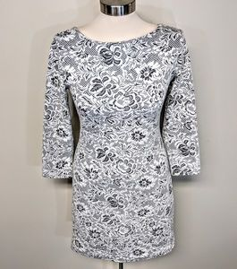 Dresses - Stretch Lace Dress